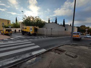 Vehículos de Protección Civil y Brigada Forestal frente al Ambulatorio de Calasparra