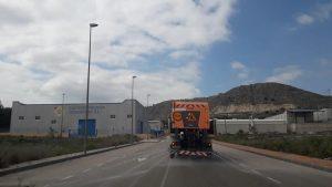 Camión de la Demarcación de Carreteras desinfectando la zona industrial de Calasparra.