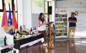 """Cristina Ruiz, edil del Ayuntamiento, dedicando unas palabras de agradecimiento durante el encuentro """"Gastronomía y Orígen"""""""