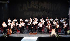 Banda de Música de Calasparra saluda al público.