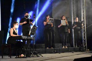 """Actuación en directo de la la Coral """"Jara""""."""