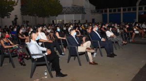 El Auditorio Cine Rosales, con aforo completo y asistentes usando mascarilla.