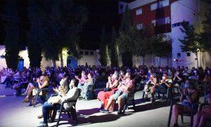 Público Ciclo de Monólogos de Humor «Descojonamiento con Humor», con los asientos separados por la distancia de seguridad y con uso de mascarillas.