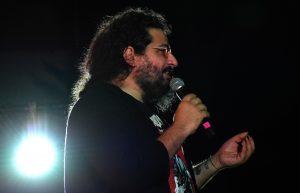 Jaime Caravaca en el escenario del Auditorio Cine Rosales de Calasparra.