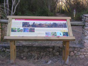 Cartel informativo a la entrada del Bosque Galería.